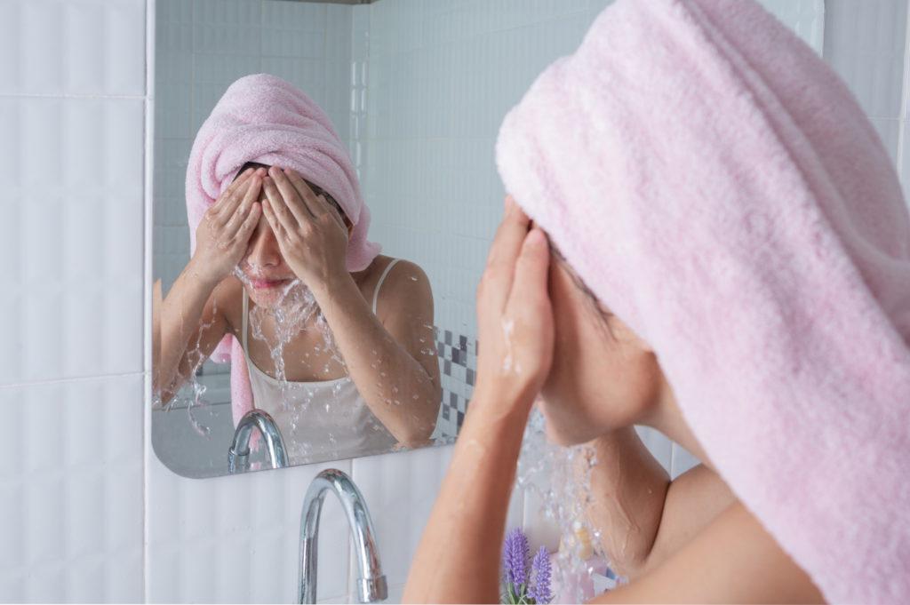apply sunscreen for skin care
