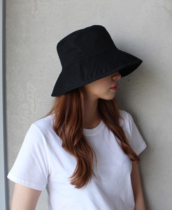 Fashion trends changed by the influence of pandemic : bucket hats