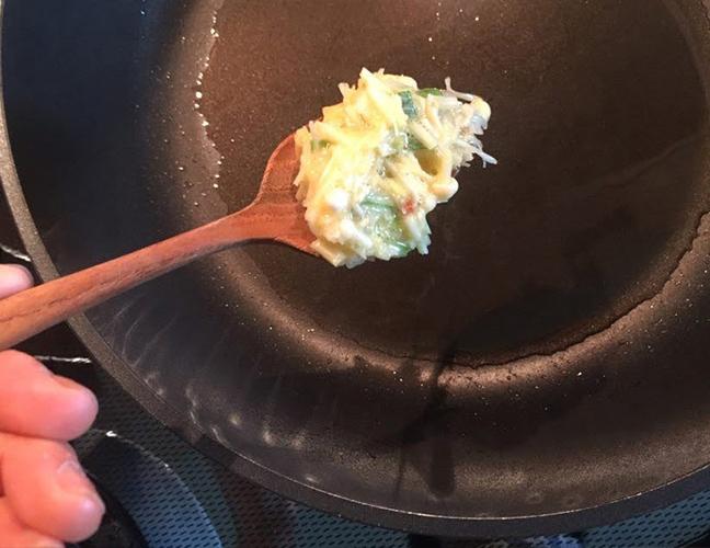 Making a mini omelette